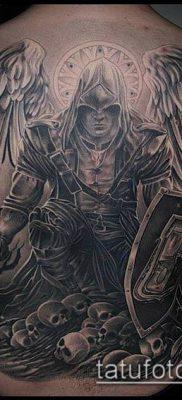 тату рыцарь №24 – прикольный вариант рисунка, который удачно можно использовать для доработки и нанесения как тату рыцарь и замок