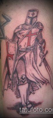 тату рыцарь №891 – достойный вариант рисунка, который удачно можно использовать для переработки и нанесения как тату рыцарь на плече