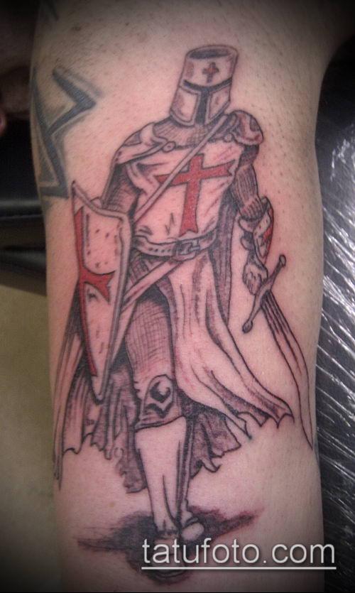 тату рыцарь №891 - достойный вариант рисунка, который удачно можно использовать для переработки и нанесения как тату рыцарь на плече