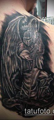 тату рыцарь №230 – прикольный вариант рисунка, который успешно можно использовать для преобразования и нанесения как тату рыцарь без головы