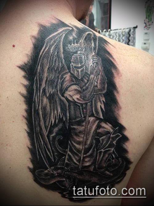 тату рыцарь №230 - прикольный вариант рисунка, который успешно можно использовать для преобразования и нанесения как тату рыцарь без головы