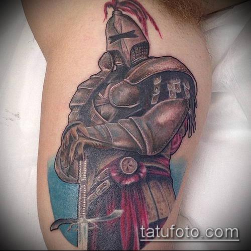 тату рыцарь №240 - достойный вариант рисунка, который хорошо можно использовать для переделки и нанесения как тату рыцарь на колене