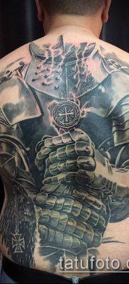 тату рыцарь №677 – уникальный вариант рисунка, который удачно можно использовать для переработки и нанесения как тату рыцарей на ноге