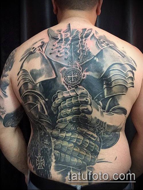 тату рыцарь №677 - уникальный вариант рисунка, который удачно можно использовать для переработки и нанесения как тату рыцарей на ноге