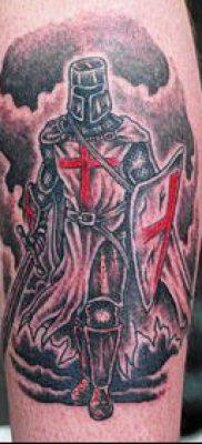 тату рыцарь №613 – эксклюзивный вариант рисунка, который успешно можно использовать для переделки и нанесения как тату рыцарь на ноге
