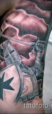 тату рыцарь №559 – достойный вариант рисунка, который легко можно использовать для доработки и нанесения как тату в стиле рыцарей