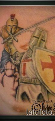 тату рыцарь №954 – достойный вариант рисунка, который хорошо можно использовать для переделки и нанесения как татуировка рыцарь на плече