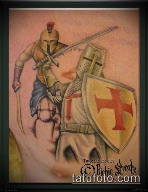 тату рыцарь №954 - достойный вариант рисунка, который хорошо можно использовать для переделки и нанесения как татуировка рыцарь на плече