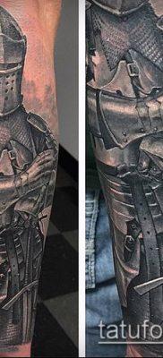 тату рыцарь №691 – прикольный вариант рисунка, который хорошо можно использовать для преобразования и нанесения как тату рыцарь на колене
