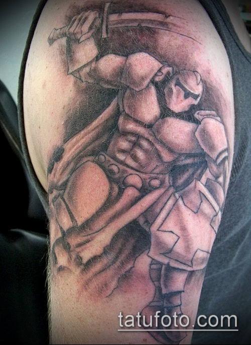 тату рыцарь №268 - крутой вариант рисунка, который успешно можно использовать для переработки и нанесения как татуировка рыцарь на плече