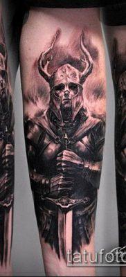 тату рыцарь №114 – классный вариант рисунка, который легко можно использовать для преобразования и нанесения как тату рыцарь плечё