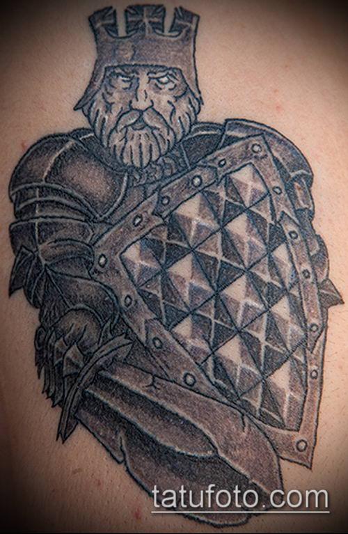 тату рыцарь №891 - достойный вариант рисунка, который легко можно использовать для переработки и нанесения как тату рыцарь с мечом