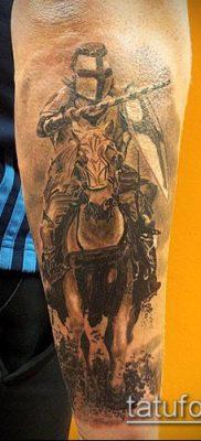 тату рыцарь №92 – крутой вариант рисунка, который удачно можно использовать для преобразования и нанесения как тату в стиле рыцарей