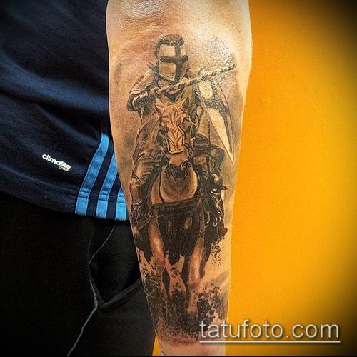 тату рыцарь №92 - крутой вариант рисунка, который удачно можно использовать для преобразования и нанесения как тату в стиле рыцарей