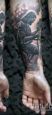 тату рыцарь №456 – интересный вариант рисунка, который хорошо можно использовать для доработки и нанесения как тату рыцарь на руке