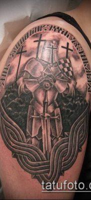 тату рыцарь №800 – эксклюзивный вариант рисунка, который легко можно использовать для переделки и нанесения как тату рыцарь и замок
