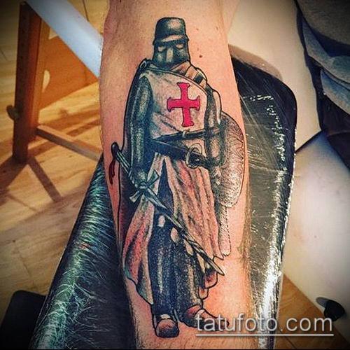 тату рыцарь №27 - эксклюзивный вариант рисунка, который успешно можно использовать для преобразования и нанесения как тату рыцарь на коне