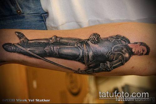 тату рыцарь №740 - достойный вариант рисунка, который успешно можно использовать для преобразования и нанесения как тату рыцарь с мечом