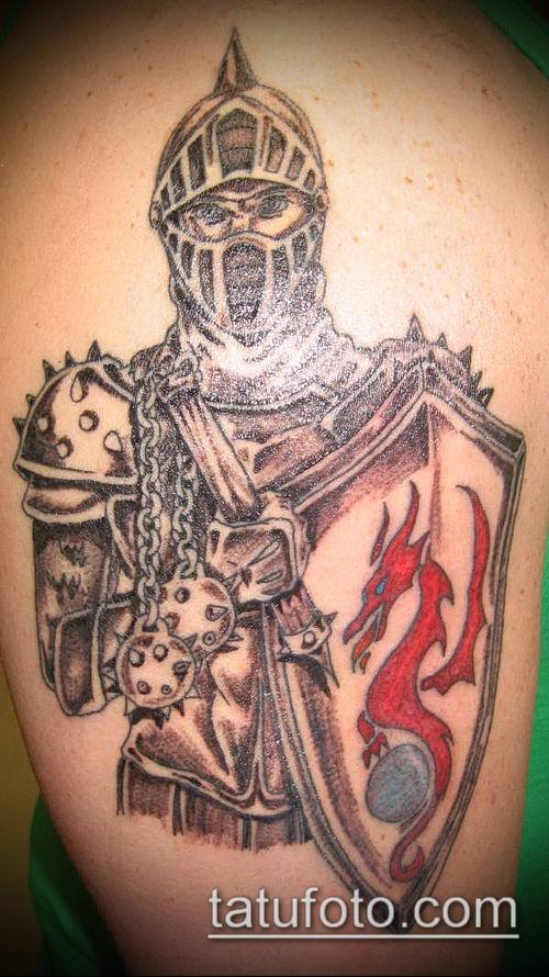 тату рыцарь №218 - достойный вариант рисунка, который хорошо можно использовать для преобразования и нанесения как тату рыцарь реализм