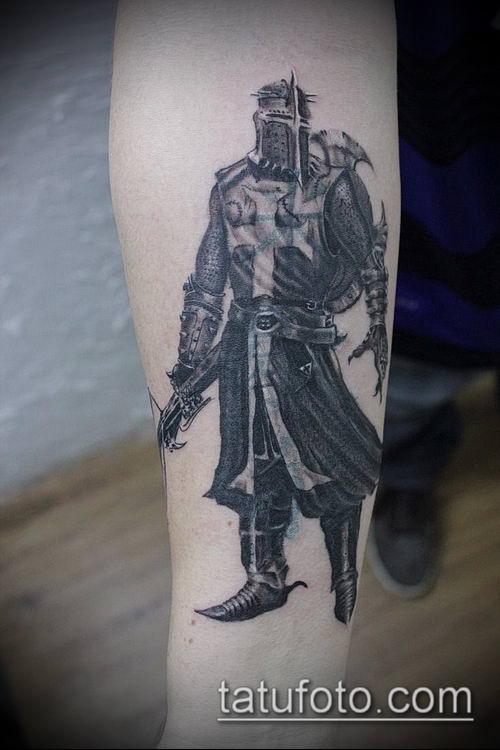 тату рыцарь №4 - крутой вариант рисунка, который легко можно использовать для переделки и нанесения как тату рыцарь голова