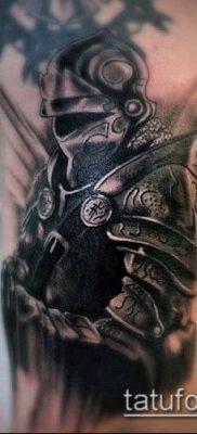 тату рыцарь №344 – уникальный вариант рисунка, который хорошо можно использовать для переработки и нанесения как тату рыцарь лицо