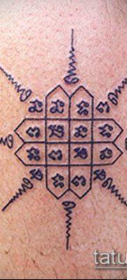 тату сак янт №749 – классный вариант рисунка, который легко можно использовать для переделки и нанесения как тату сак янт как у джоли