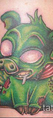тату свинья №768 – уникальный вариант рисунка, который удачно можно использовать для преобразования и нанесения как тату свинья и петух