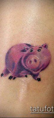 тату свинья №524 – достойный вариант рисунка, который успешно можно использовать для преобразования и нанесения как тату свинья и петух