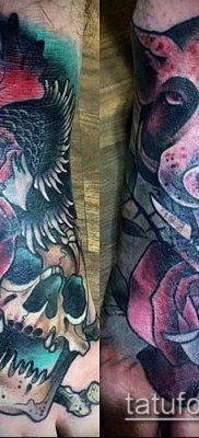 тату свинья №765 – достойный вариант рисунка, который успешно можно использовать для преобразования и нанесения как тату свинья и петух