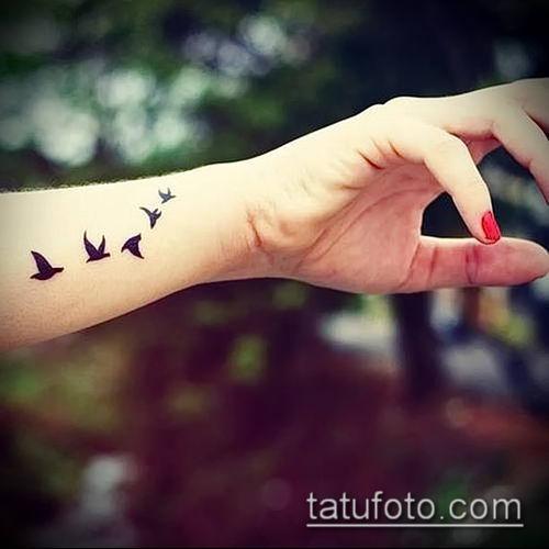 тату стая птиц №367 - классный вариант рисунка, который хорошо можно использовать для преобразования и нанесения как тату стая птиц в небе