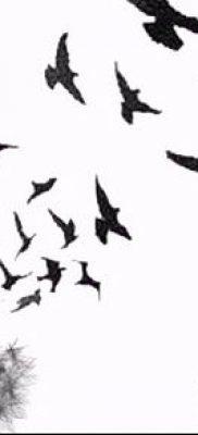 тату стая птиц №881 – уникальный вариант рисунка, который успешно можно использовать для преобразования и нанесения как тату стая птиц на шее