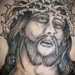 Фото тату Иисуса Христа №451 - достойный вариант рисунка, который успешно можно использовать для преобразования и нанесения как тату иисуса христа на спине