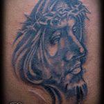 Фото тату Иисуса Христа №412 - уникальный вариант рисунка, который успешно можно использовать для доработки и нанесения как тату иисуса христа на запястье
