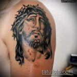 Фото тату Иисуса Христа №552 - крутой вариант рисунка, который успешно можно использовать для переделки и нанесения как тату иисуса христа за столом