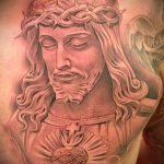 Фото тату Иисуса Христа №885 - прикольный вариант рисунка, который удачно можно использовать для переделки и нанесения как тату иисуса христа за столом