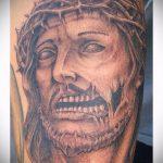 Фото тату Иисуса Христа №323 - эксклюзивный вариант рисунка, который успешно можно использовать для преобразования и нанесения как тату иисуса христа в кресте