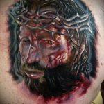 Фото тату Иисуса Христа №641 - крутой вариант рисунка, который успешно можно использовать для переделки и нанесения как тату иисуса христа на плече