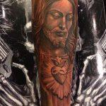Фото тату Иисуса Христа №756 - достойный вариант рисунка, который успешно можно использовать для переработки и нанесения как тату иисуса христа за столом