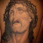 Фото тату Иисуса Христа №660 - классный вариант рисунка, который удачно можно использовать для переделки и нанесения как тату иисуса христа за столом