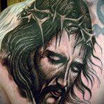 Фото тату Иисуса Христа №87 - уникальный вариант рисунка, который легко можно использовать для переработки и нанесения как тату иисуса христа на груди