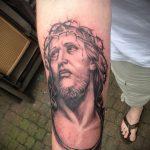 Фото тату Иисуса Христа №198 - уникальный вариант рисунка, который хорошо можно использовать для доработки и нанесения как тату иисуса христа на груди