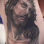 Фото тату Иисуса Христа №567 - уникальный вариант рисунка, который легко можно использовать для переделки и нанесения как тату иисуса христа на плече