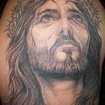 Фото тату Иисуса Христа №888 - достойный вариант рисунка, который успешно можно использовать для доработки и нанесения как тату иисуса христа на груди