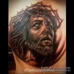 Фото тату Иисуса Христа №493 - интересный вариант рисунка, который удачно можно использовать для преобразования и нанесения как тату иисуса христа на груди