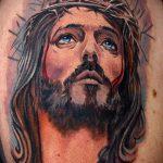 Фото тату Иисуса Христа №825 - крутой вариант рисунка, который успешно можно использовать для переделки и нанесения как тату иисуса христа за столом