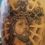Фото тату Иисуса Христа №535 - прикольный вариант рисунка, который удачно можно использовать для доработки и нанесения как тату иисуса христа на боку