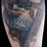 Фото тату Иисуса Христа №286 - крутой вариант рисунка, который удачно можно использовать для преобразования и нанесения как тату иисуса христа на плече