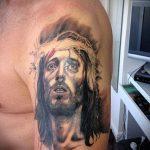 Фото тату Иисуса Христа №787 - крутой вариант рисунка, который успешно можно использовать для преобразования и нанесения как тату иисуса христа в кресте