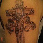 Фото тату Иисуса Христа №468 - уникальный вариант рисунка, который успешно можно использовать для преобразования и нанесения как тату иисуса христа за столом