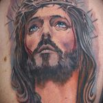 Фото тату Иисуса Христа №54 - крутой вариант рисунка, который хорошо можно использовать для преобразования и нанесения как тату иисуса христа на боку